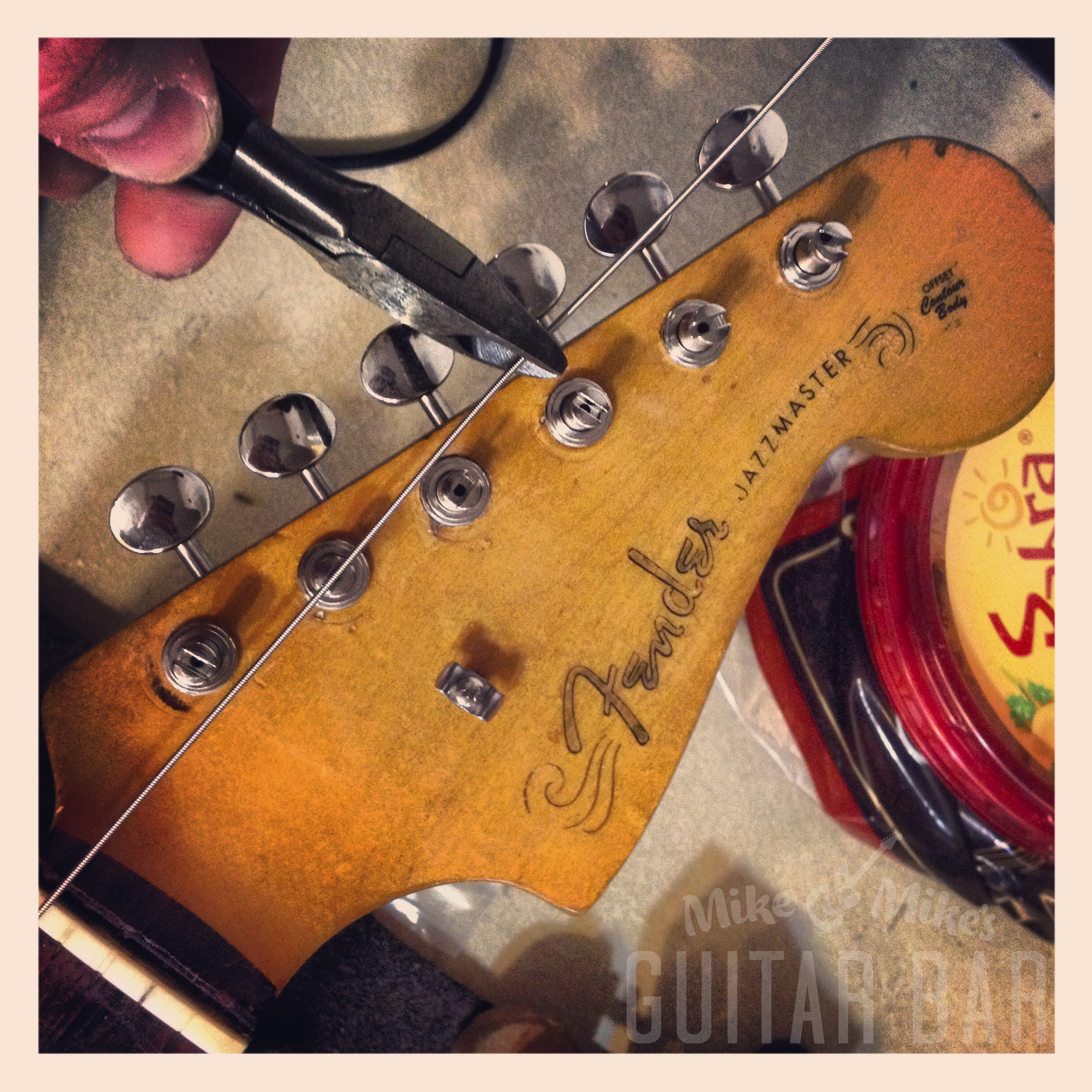 tone tips and tricks mike \u0026 mike\u0027s guitar baron fender guitars, i\u0027ll pull the string so that it\u0027s semi taut, then measure three tuners farther than the one i\u0027m stringing